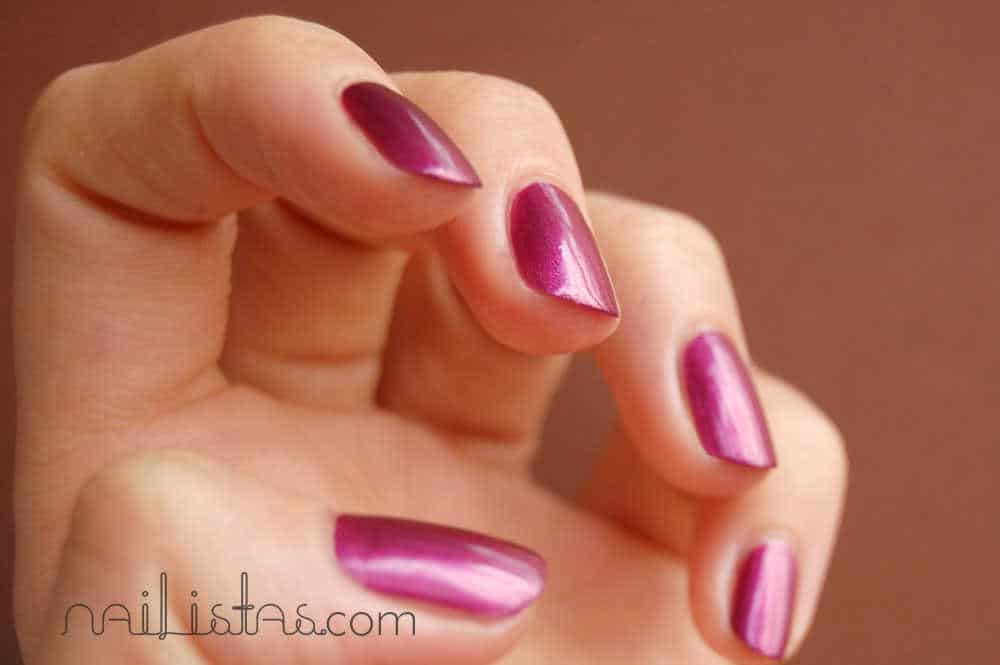 Uñas de color vino H&M /// H&M wine nails >>> Wine and Dine + New Moon