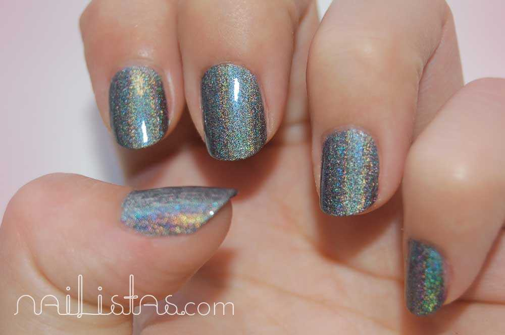 Kiko Makeup Holográfico >>> 400 Steel Grey  con luz natural y top coat