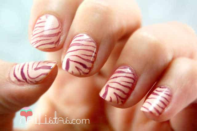 Uñas decoradas con Animal Print de Cebra // Placa Konad M57 //