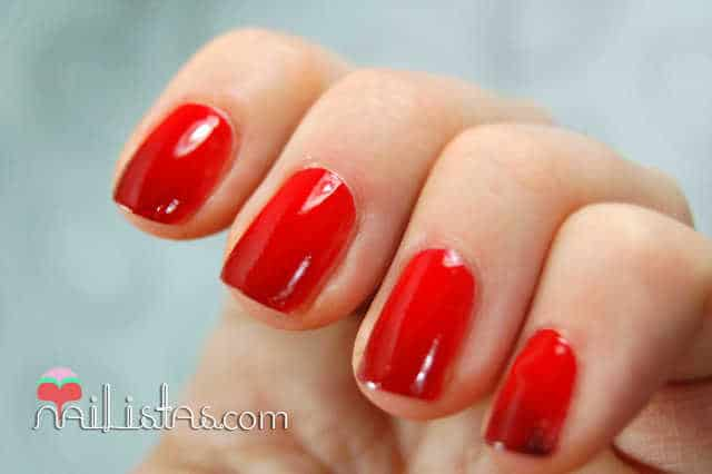 uñas decoradas con degradado // Maybelline Colorama // 349 Power Red y 352 Downtown Red