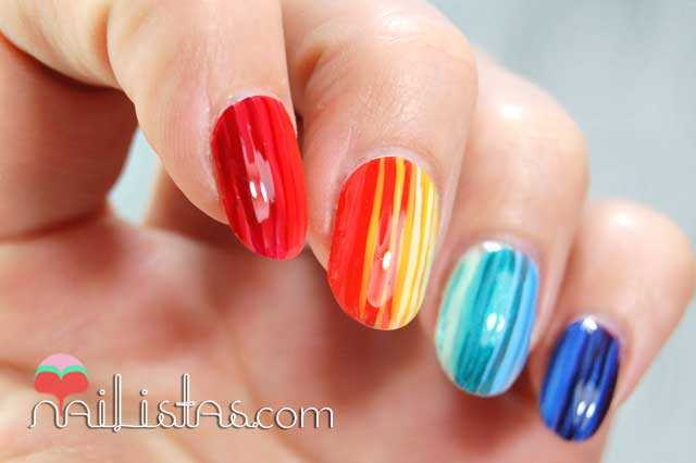 Uñas decoradas con arcoiris