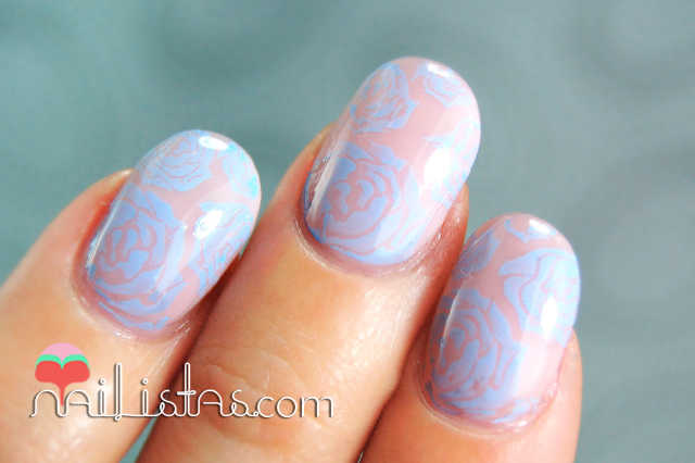 Rosas estampadas placa Bundle Monster // Esmaltes Bourjois 01 Oh so rose y 06 Adora-bleu