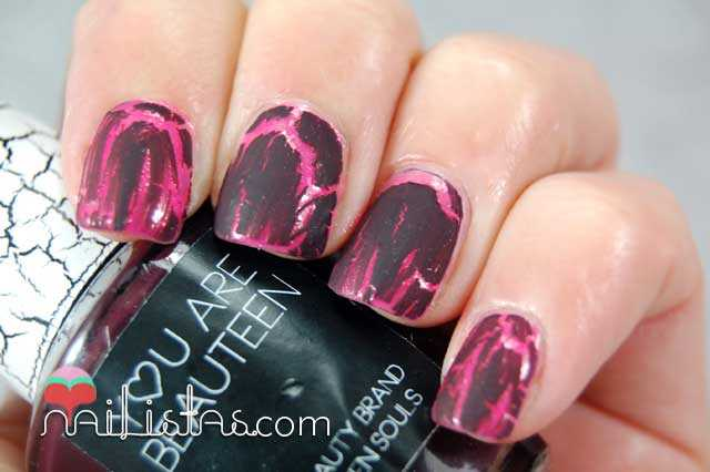 Swatch de esmalte craquelador burdeos, crackle effect