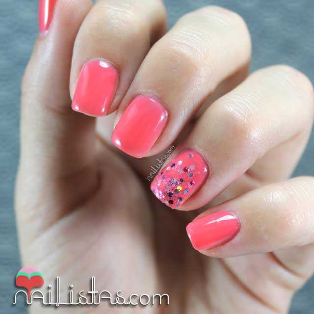 Uñas decoradas color coral con purpurina | Kure Bazaar | Gyspy