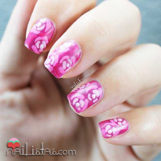 Uñas decoradas con flores elegantes y top coat matificante