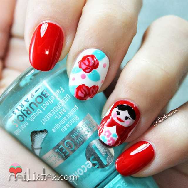 Uñas decoradas con Matrioska | Matryoshka nail art