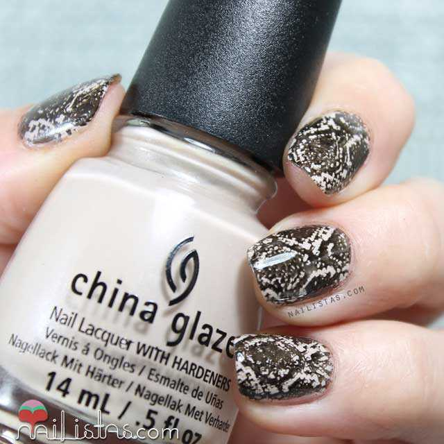 Nail art de serpiente con esmalte China Glaze