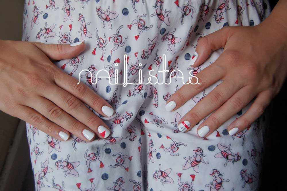 Nail lacquer and sellotape // Esmalte y celofán  https://www.nailistas.com