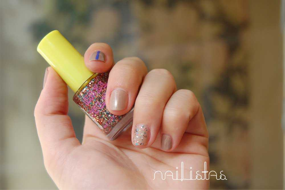 Nude y purpurina / Glitter  nails http://www.nailistas.com