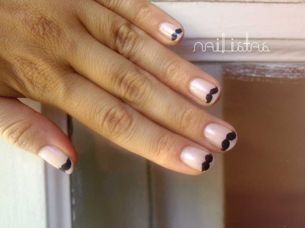 Uñas de Bigotes // moustache nail art https://www.nailistas.com