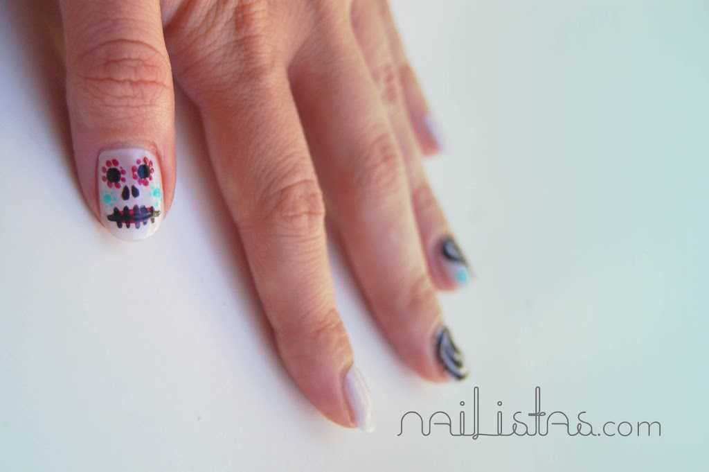 Nail art calaveras mexicanas https://www.nailistas.com Paisley nails