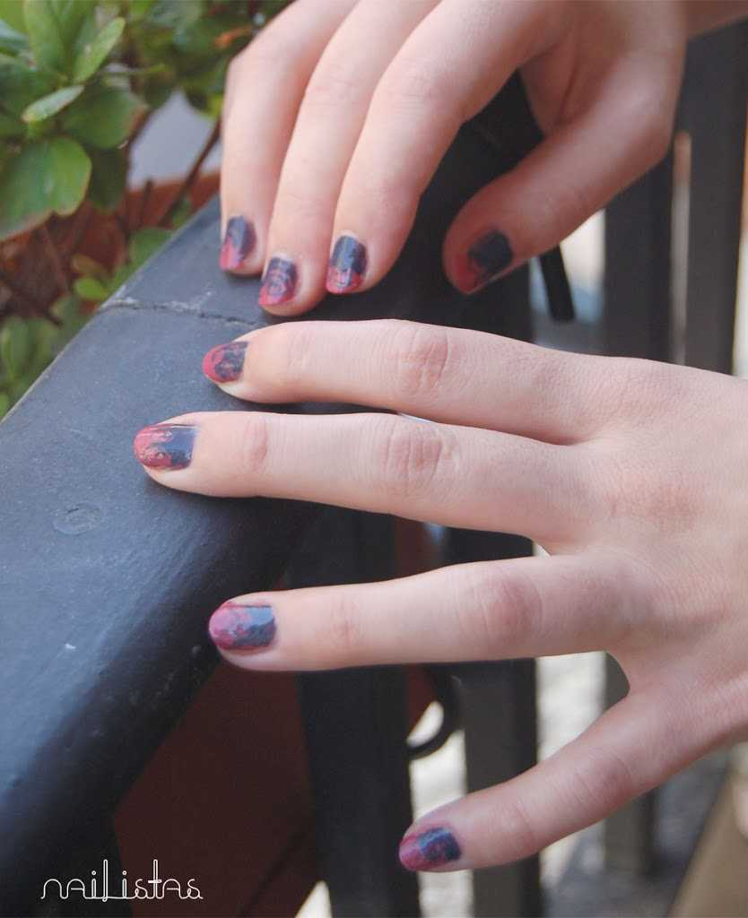 Rosa y gris // Essie >>> In Stitches  https://www.nailistas.com
