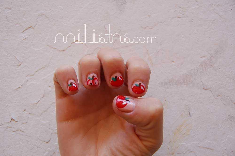 Entrevista a María Blanco Brotons dueña de ¡Glück! con uñas decoradas con manzanas