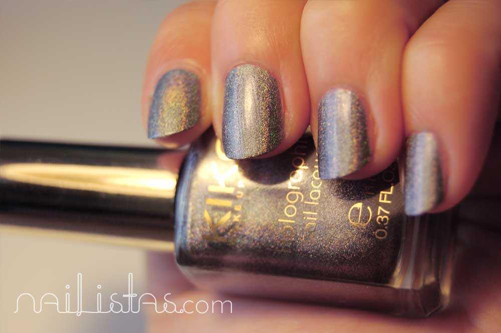 Kiko Makeup Holográfico >>> 400 Steel Grey con iluminación artificial