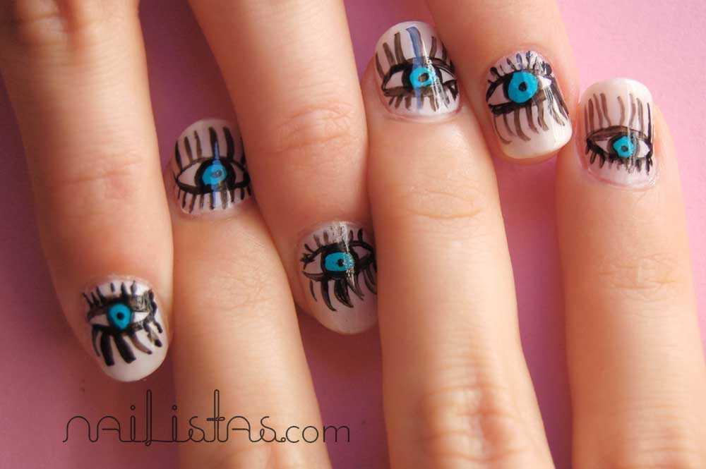 manicura con dibujos de ojos en las uñas