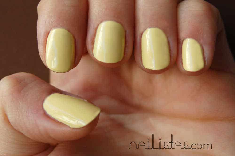 Esmalte de uñas amarillo pastel Lyrical Mememe