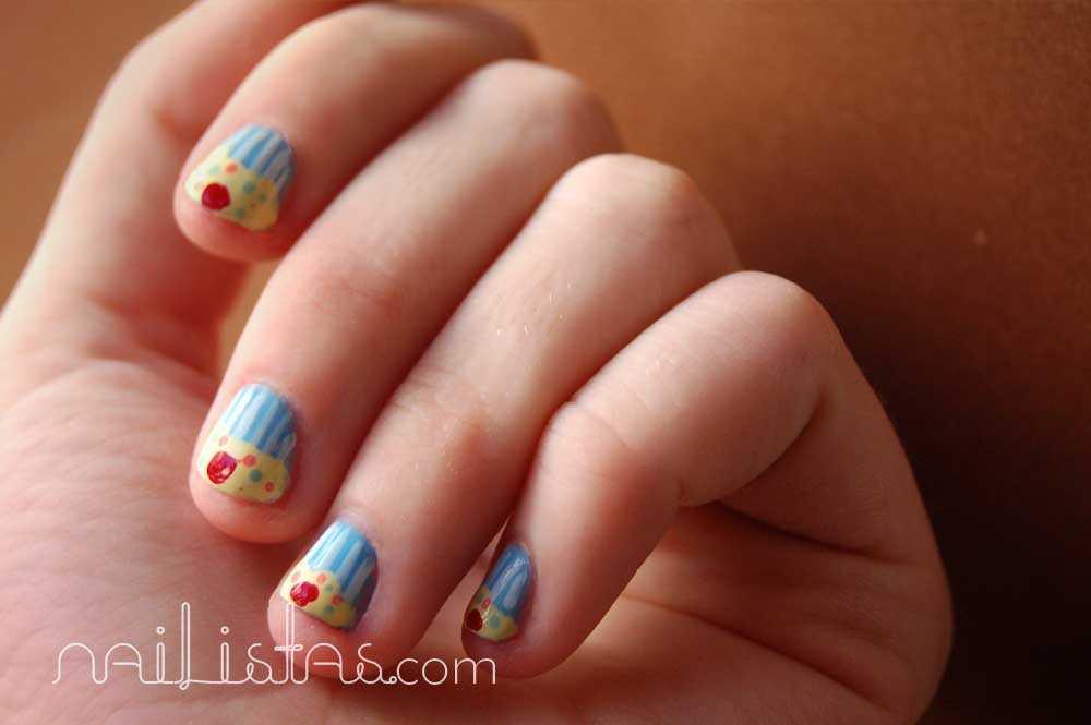 sencilla manicura para uñas cortas, magdalenas o cupcakes.