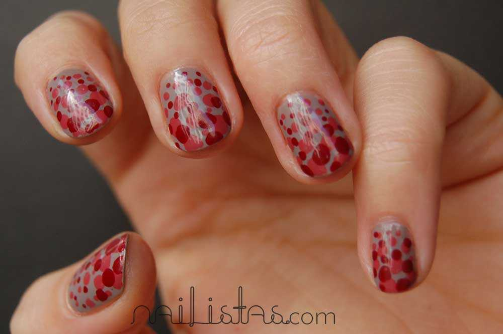 Uñas de lunares // Polka dots nails // ESSIE total look