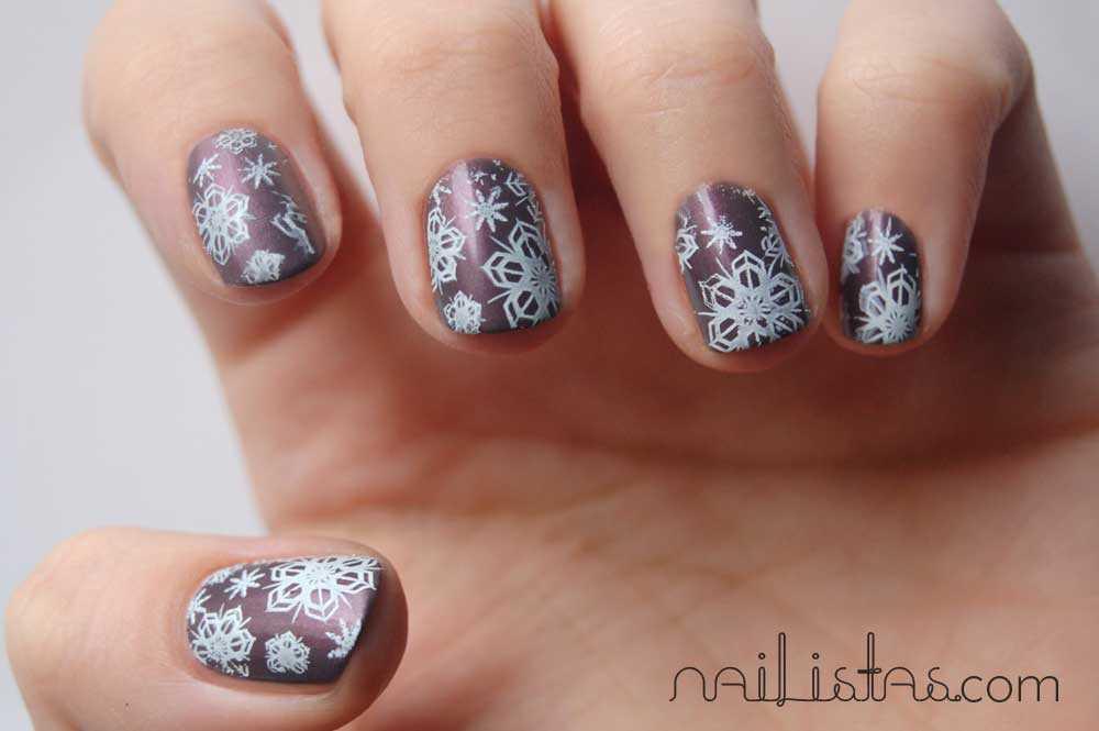 Flormar nail enamel 418 // Navidad // Uñas decoradas con copos de nieve