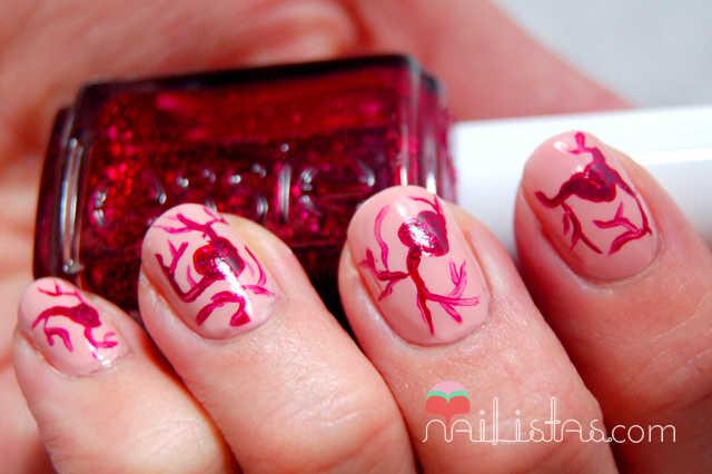Uñas estilo Jean Paul Gaultier /// Corazones de sangre purpurina