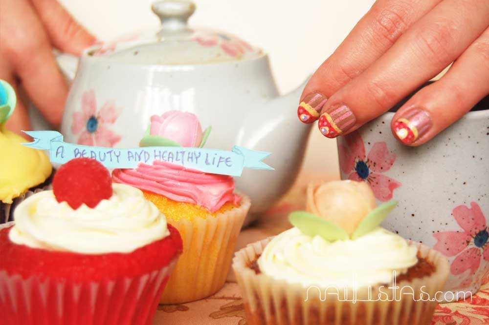 uñas decoradas con cupcakes // cupcake nail art // juego de té