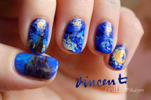 Uñas decoradas con La noche estrellada de Vincent Van Gogh // Essie Butler Please