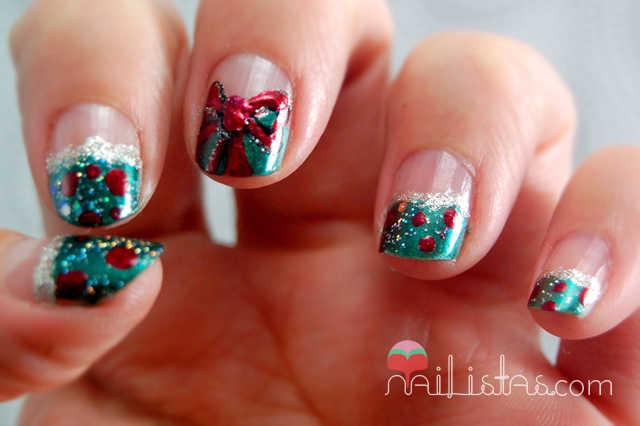Uñas decoradas con motivos navideños