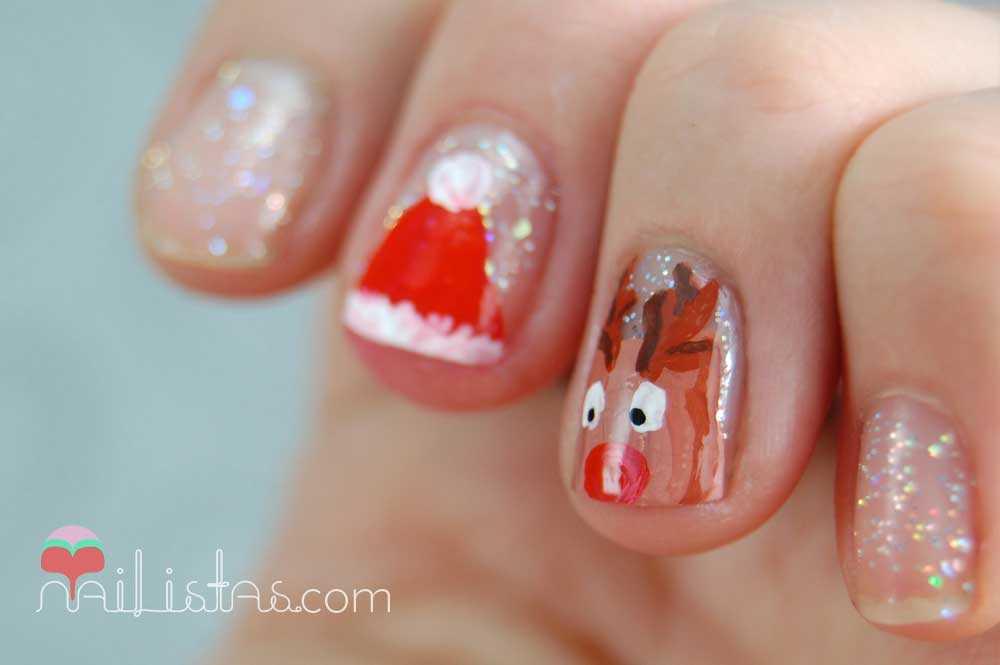 uñas decoradas con Papá Noel y el reno Rudolf