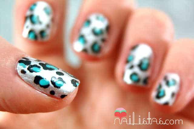 manicura de leopardo con animal print hecho a mano con pincel