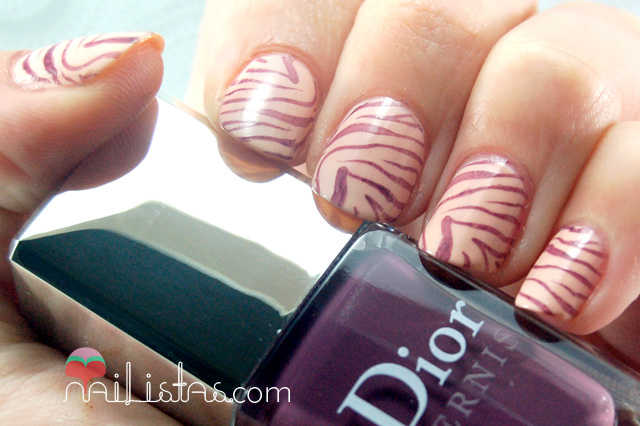 Dior Vernis Purple Mix // Uñas decoradas con Animal Print de Cebra // Placa Konad M57 //