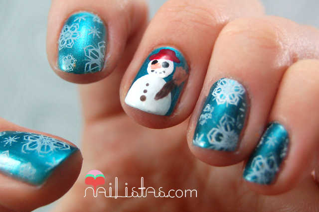 nail art navideño con muñeco de nieve en las uñas