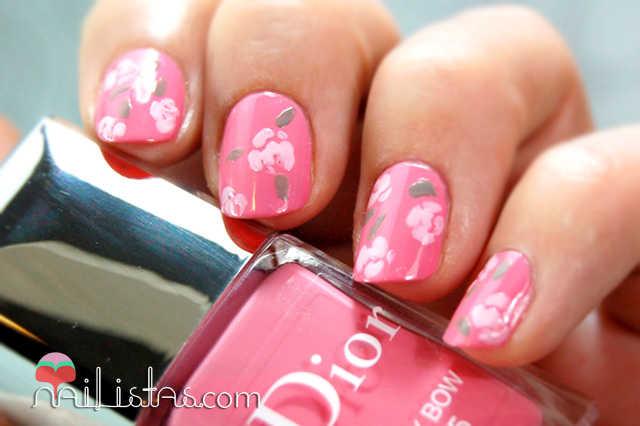 Uñas decoradas con rosas, Esmaltes Dior