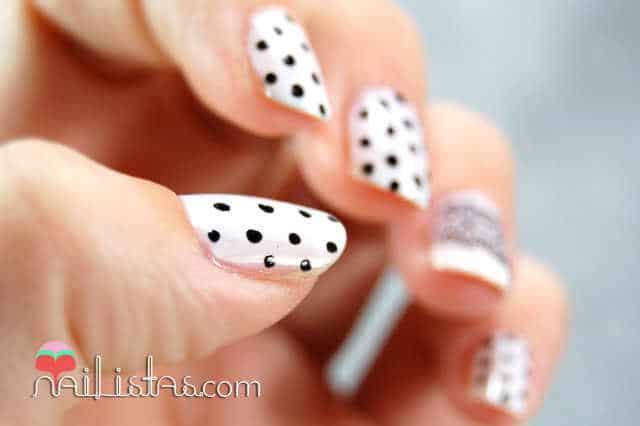Uñas decoradas con encaje y lunares // Polka Dots