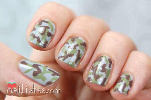 uñas decoradas con camuflaje militar