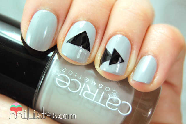 Uñas decoradas con triangulos // Catrice NEONaturals CO5