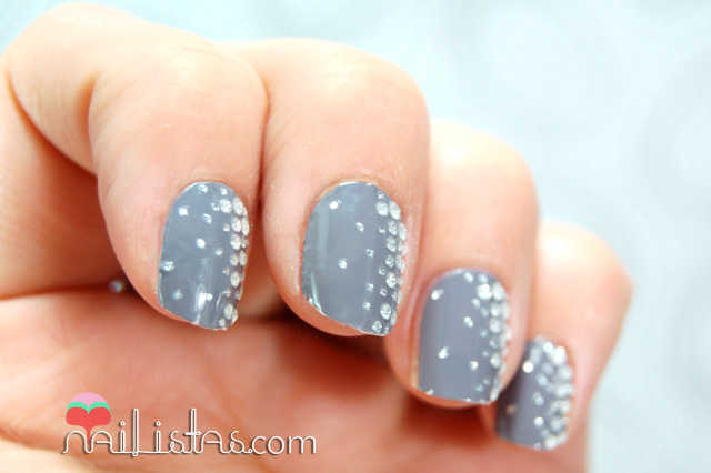 Uñas decoradas con Essie  Stickers & Stones