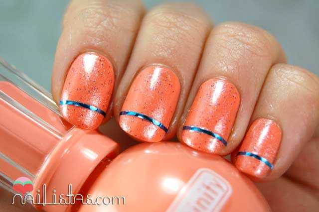 Uñas decoradas con cinta para nail art