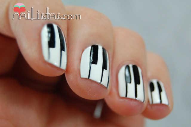 uñas decoradas con teclas de piano