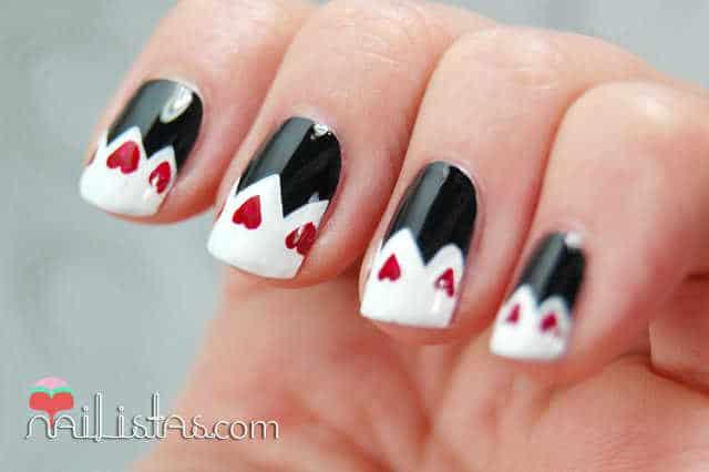 uñas decoradas para San Valentín // Corazones