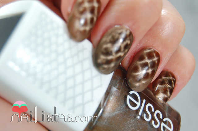 Essie Repstyle  Swatch  Magnetic Nail Polish