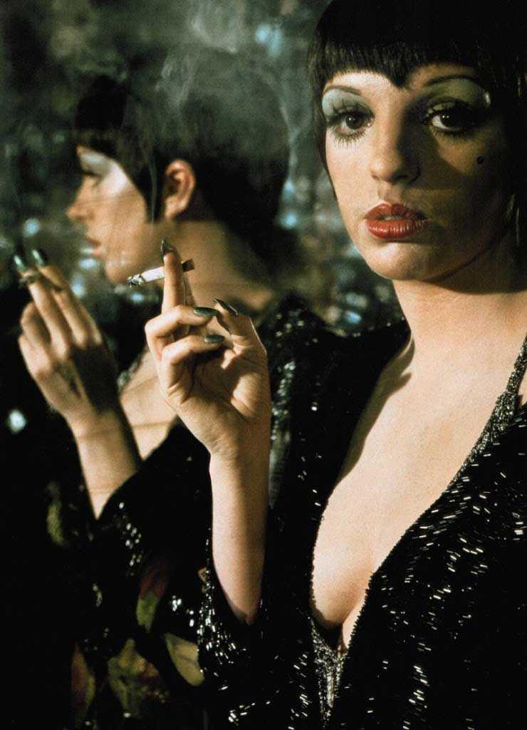 Liza Minelli como la bailarina Sally Bowles en Cabaret