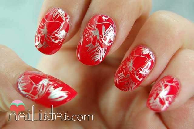 Nail art con estampado de flores // 04 Prepp'Hibiscus // Bourjois