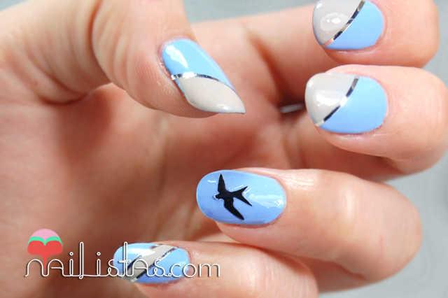 Uñas decoradas con golondrinas en azul