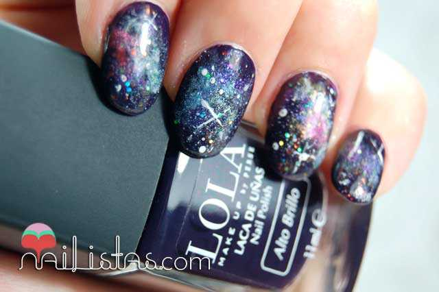 Uñas decoradas con galaxias // Galaxy nails