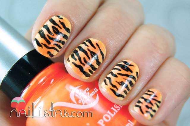 Uñas decoradas con estampado de tigre
