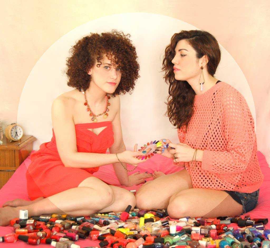 Esmaltes de uñas y ropa de Rughara