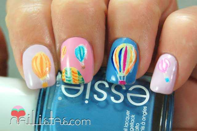Uñas decoradas con globos aerostáticos