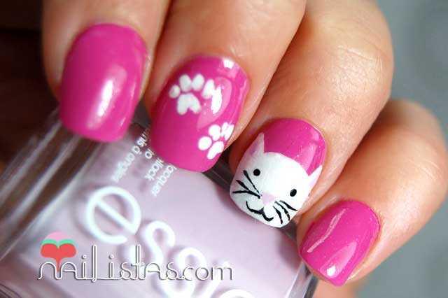 Uñas decoradas con gato blanco