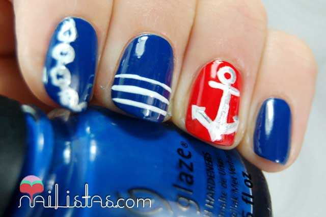 Uñas decoradas con motivos marineros // Navy Nails