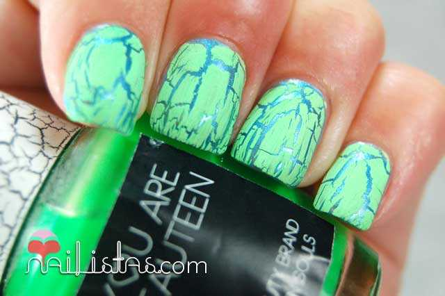 Swatch de esmalte craquelador verde, crackle effect
